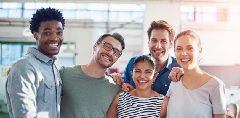 Visuel amis heureux et solidaire - Bouygues Telecom