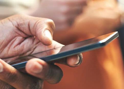 Visuel smartphone dans une main | Bouygues Telecom