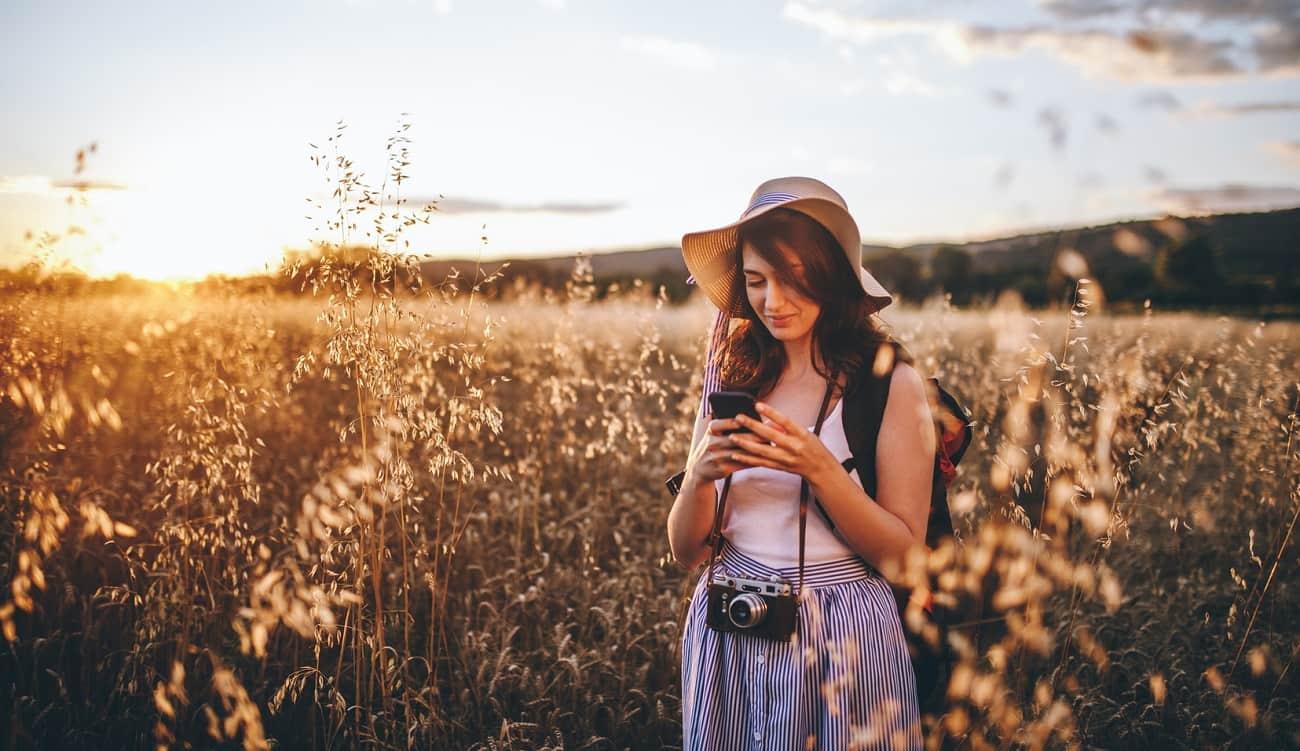 femme photographe champs soleil
