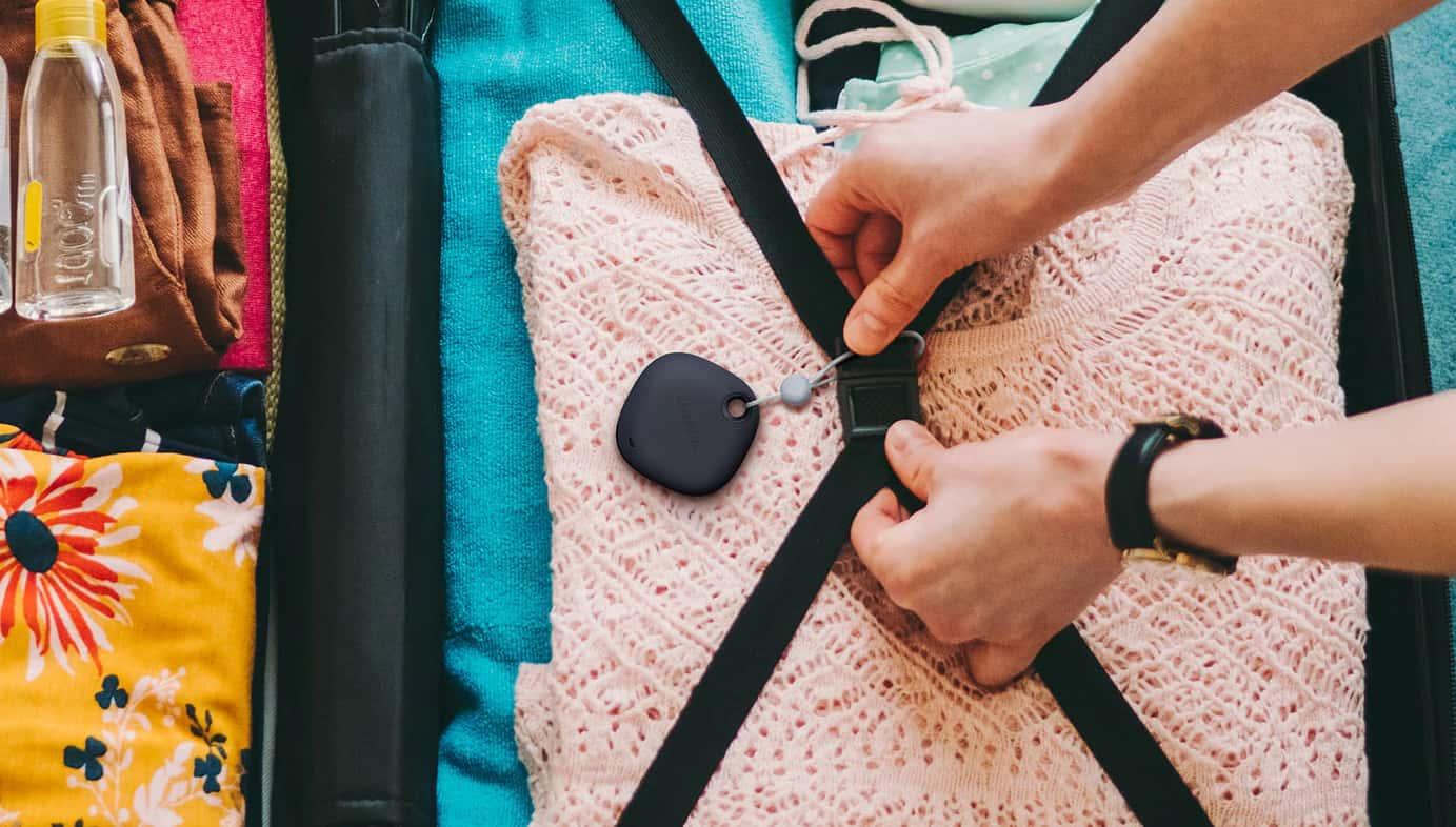 samsung smart tag valise vetements main couleurs