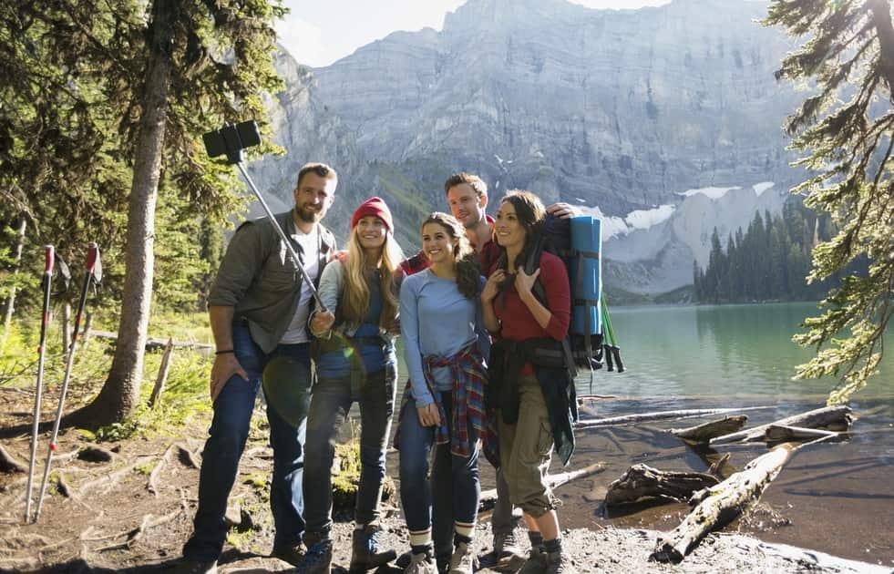 selfi groupe montagne lac