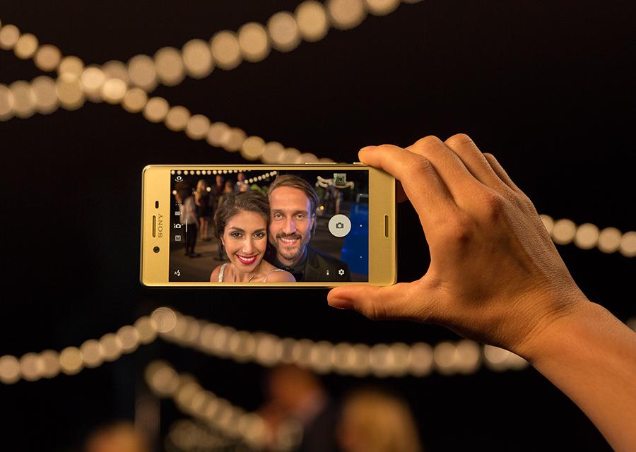 L'appareil photo pour selfie qui fait de l'ombre à tous les autres