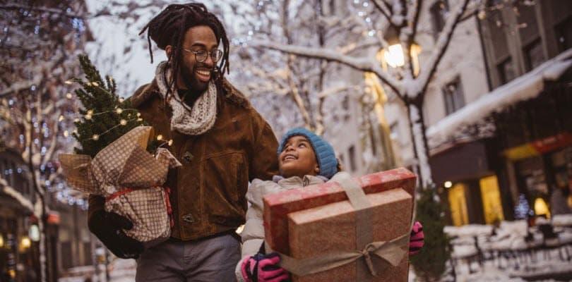 adulte enfant cadeau noel sapin rue neige