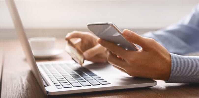 ordinateur bureau carte credit smartphone
