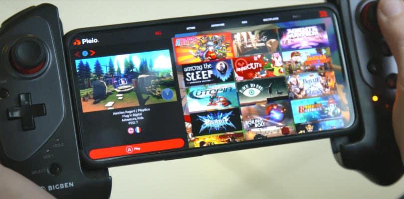 smartphone avec manette jouant sur pleio