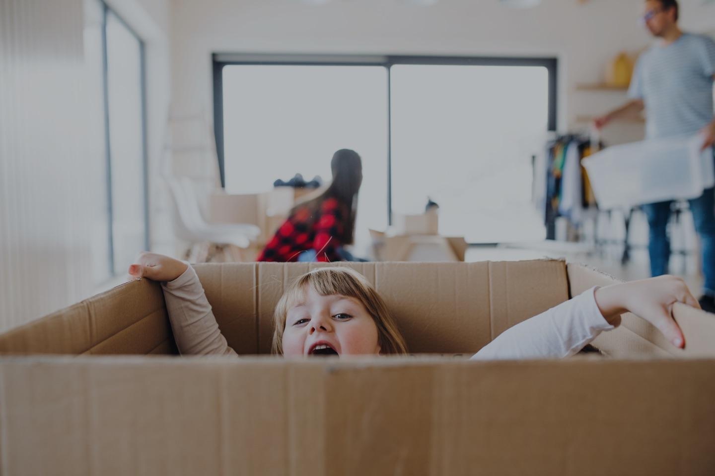 Image d'un couple qui déménage