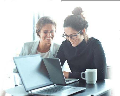 Image de deux femmes heureuses grâce à la bbox miami pour les Pros